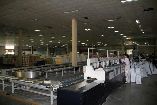 安徽華印機電股份有限公司出品的膠訂聯動線,在宣城海峰大顯神通