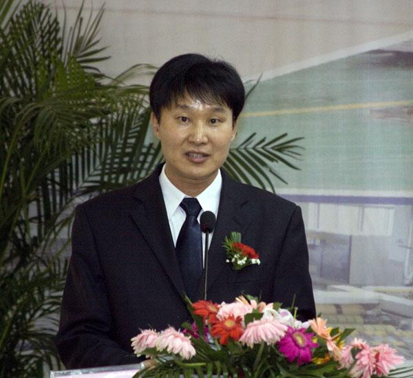 董事長徐龍平在浚源創業入股龍利得簽約儀式上講話