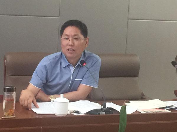 安徽省印刷包装物资商会会长熊桂祥正在会上介绍商会作用和价值