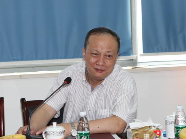 合肥精艺必威登录网址公司董事长苏兆春在会上发言