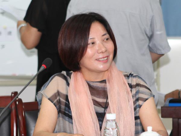 合肥华星印务公司总经理庾萍在会上发言