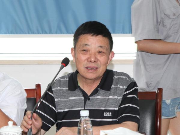 芜湖勇祥包装印务公司董事长李新江在会上发言