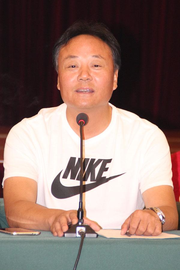 安庆市文化市场综合执法大队大队长潘红长正在论坛上作重要讲话