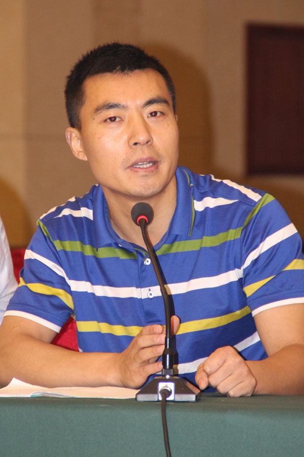 安庆市文化市场综合执法大队副大队长刘洲正在论坛上讲话