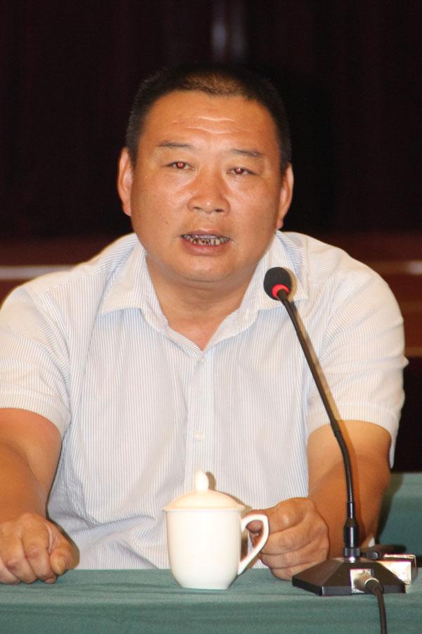 安庆市兴龙印业有限公司总经理方龙生正在论坛上发言
