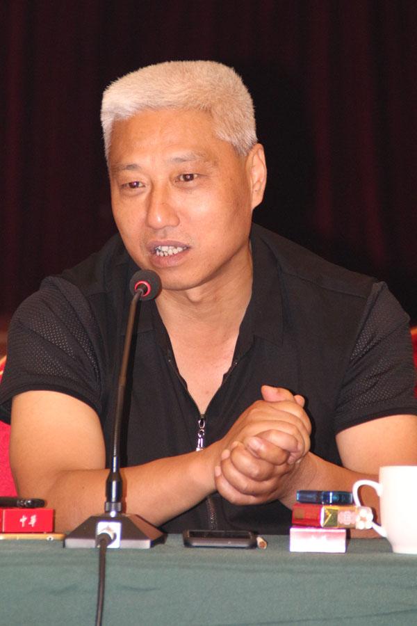 安庆中天印务有限公司总经理韩凤林正在论坛上发言