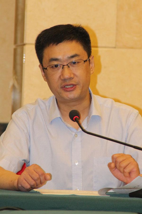 安庆电力印刷厂厂长郑六安正在论坛上发言