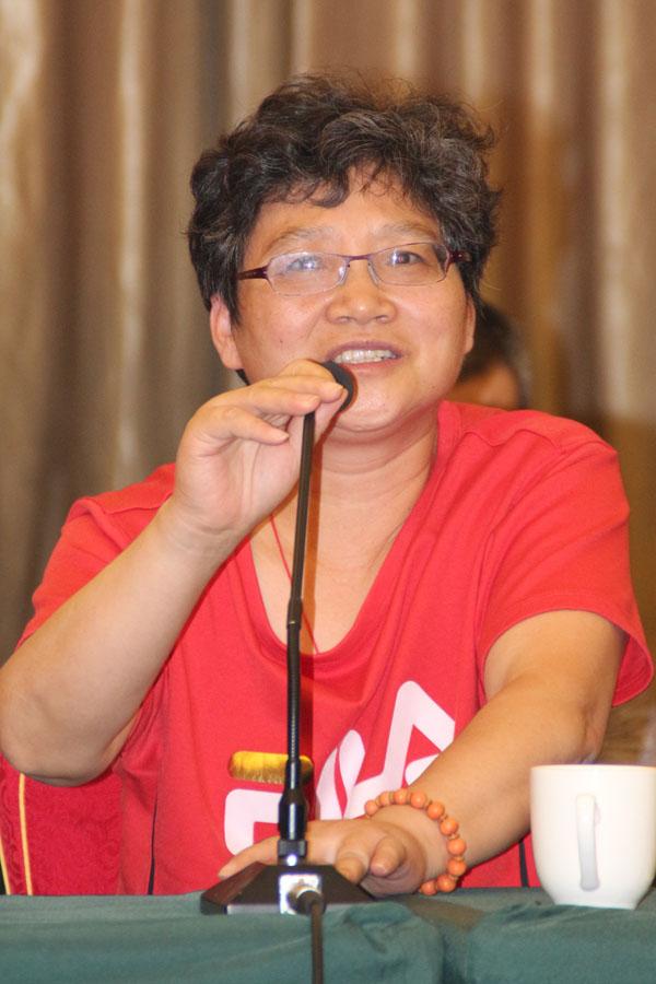 安庆华庆印刷厂厂长饶师林正在论坛上发言
