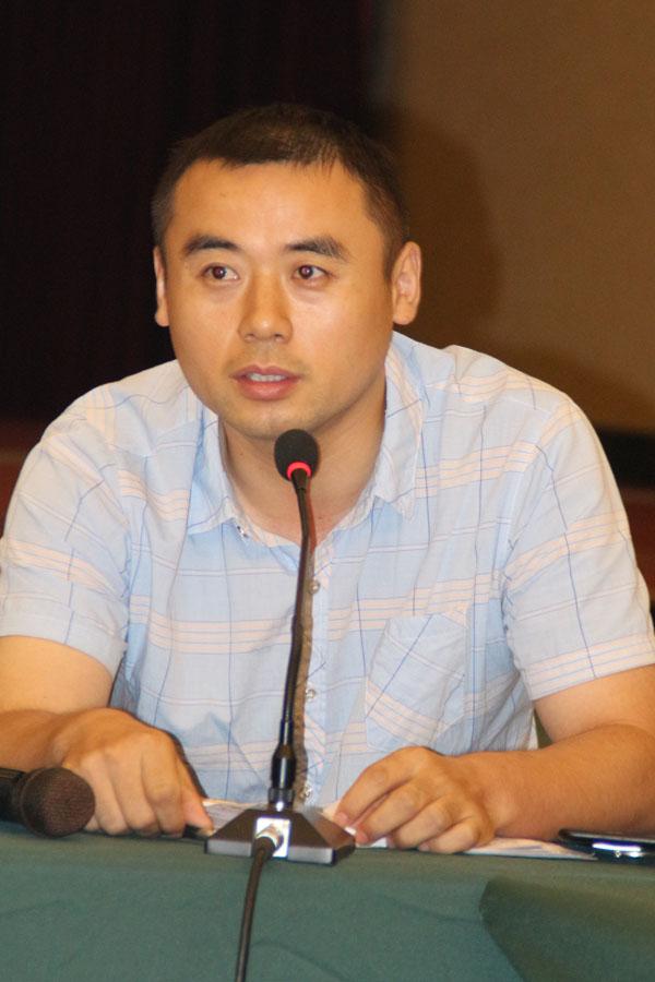 安徽省印刷协会秘书兼本刊客服总监王存良在论坛上发言