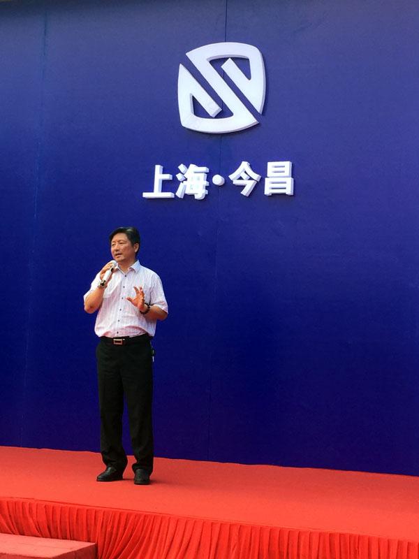 上海今昌纸箱机械制造有限公司董事长瞿建林正在作热情洋溢的欢迎致辞