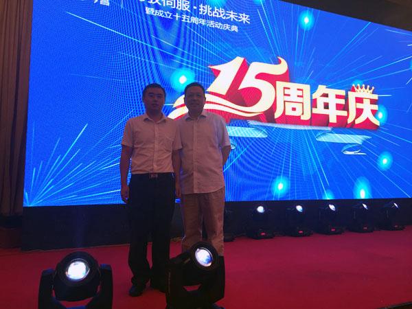 笔者与宿州佳华包装彩印有限公司总经理王勇在庆典晚会现场合影